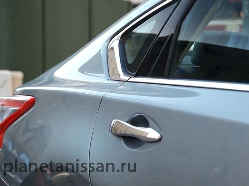 Задняя дверь автомобиля