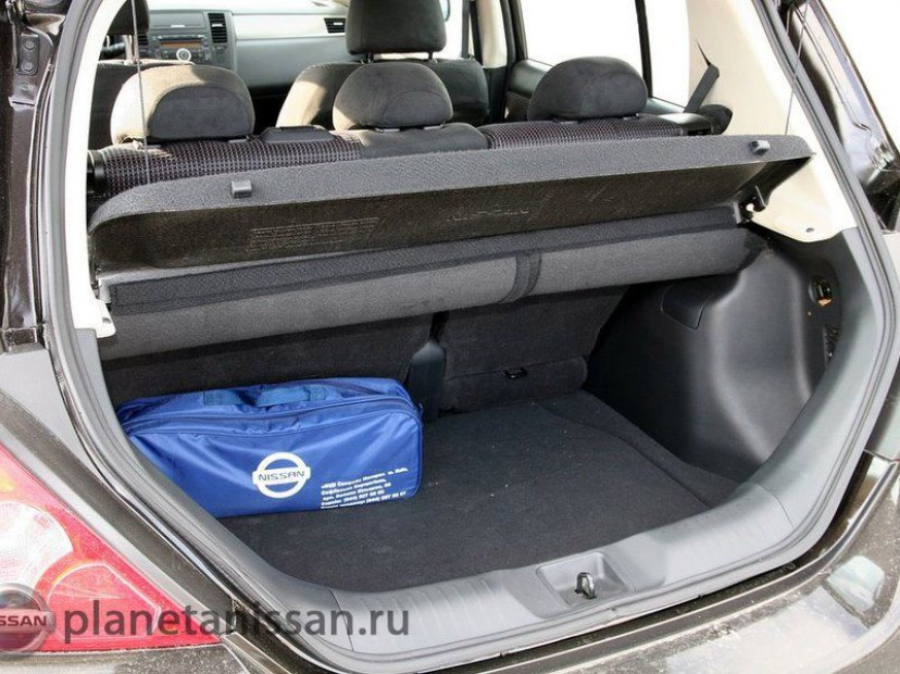 Открытй багажник Nissan Tiida 2014 - 2015