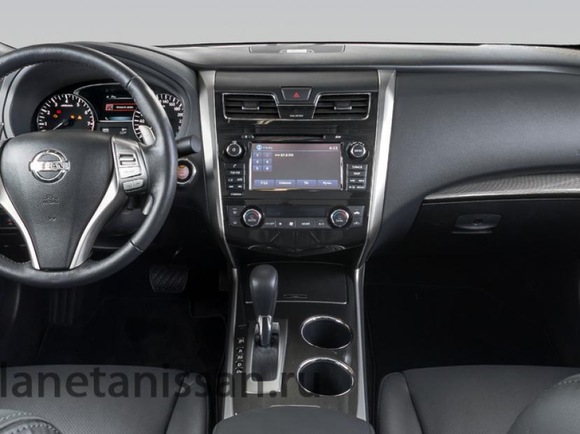 Салон Nissan Tena 14 года выпуска