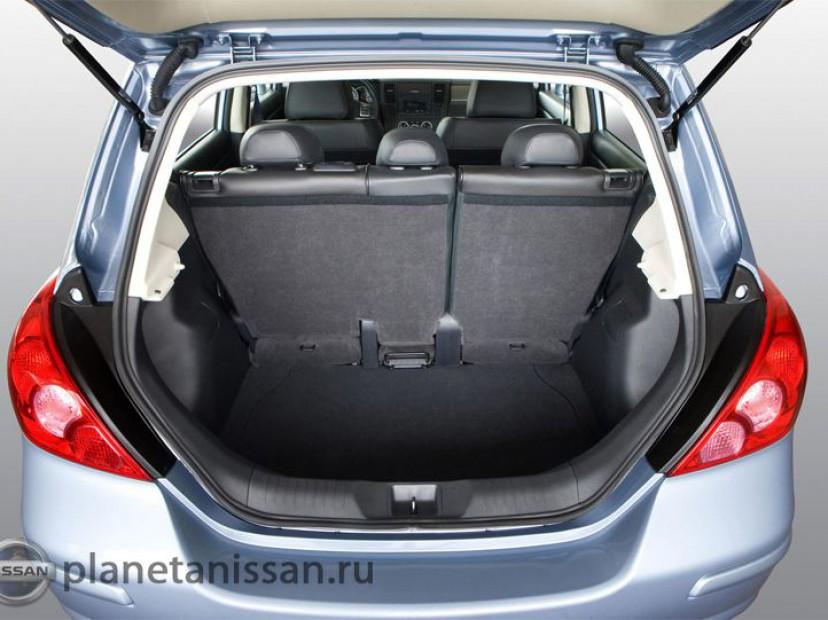 Багажное отделение Nissan Tiida 2014 - 2015